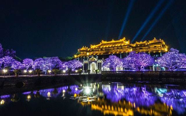 Grab car from Hoi An to Hue City