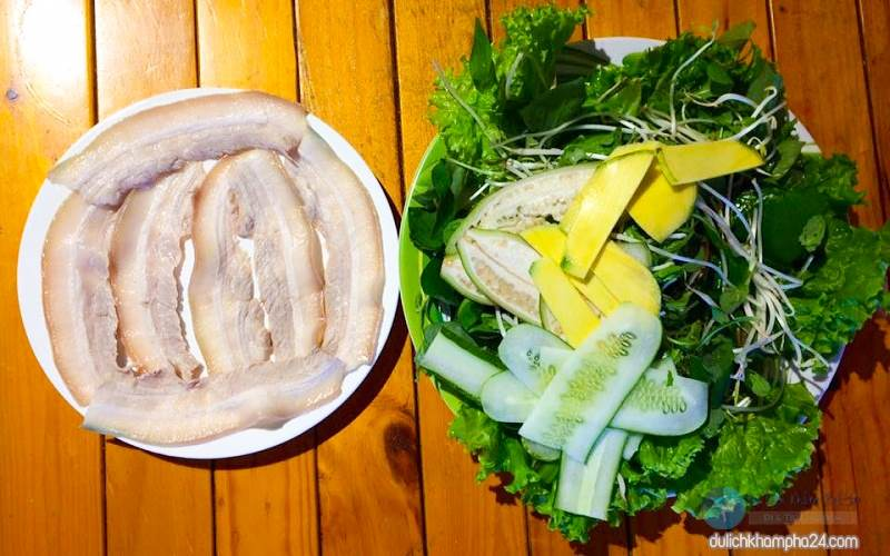 Rice paper rolls with Danang pork are hard to resist
