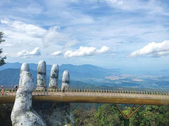 A corner of the Golden Bridge