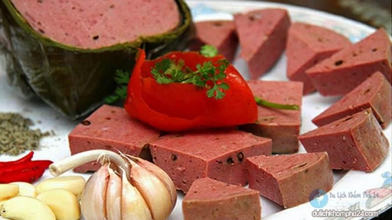 Image: Danang beef rolls