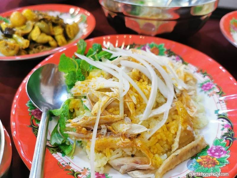 Traveling to Da Nang Hoi An you can enjoy the famous Chicken Rice