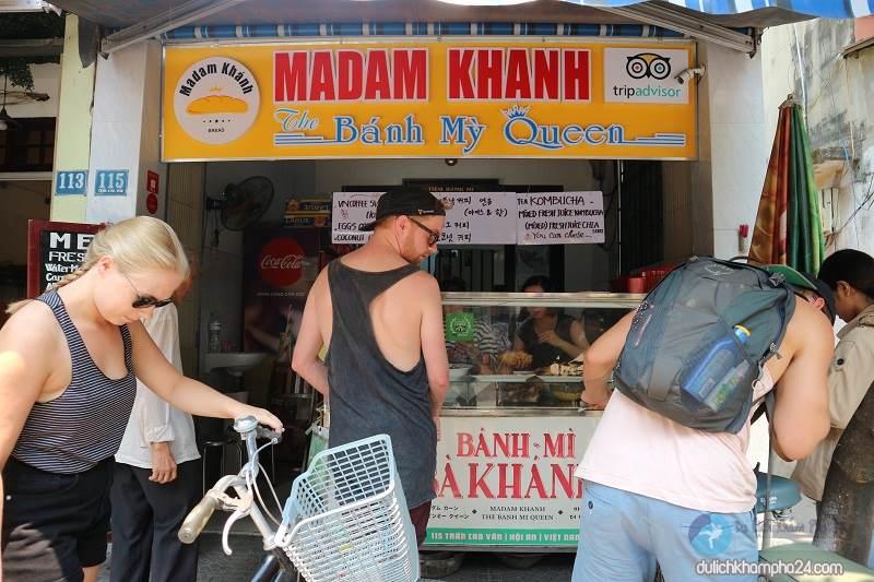 Travel Hoi An - Enjoy bread MADAM KHANH