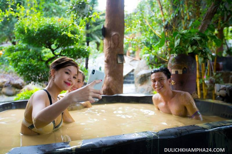 Mud pool - Mount Than Tai